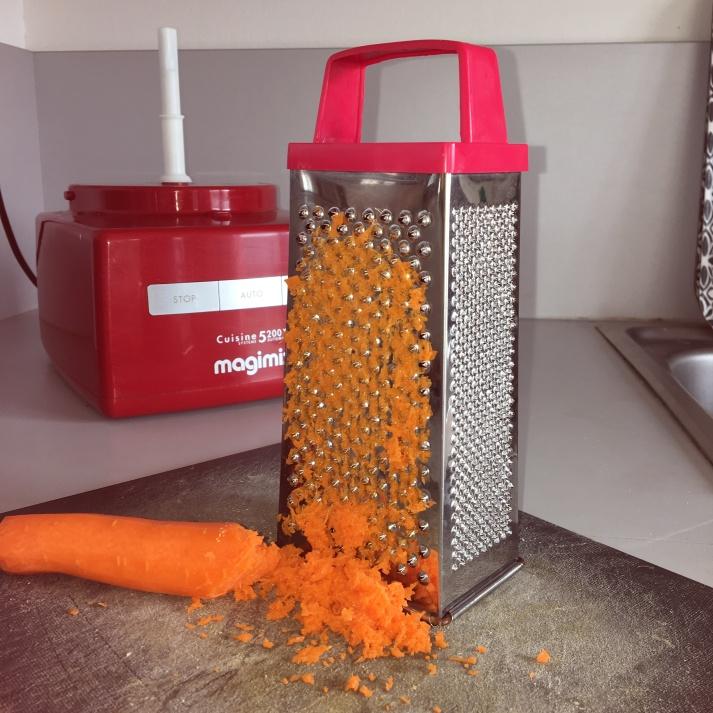 Raper finement les carottes